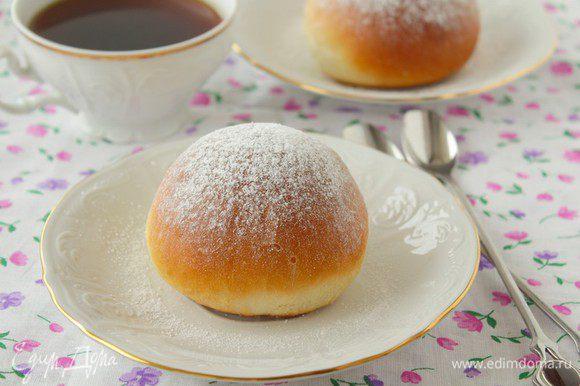 Посыпать сахарной пудрой.