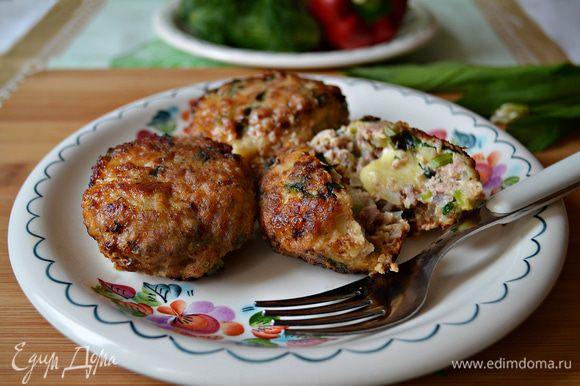 Подавайте к столу горячими. К тефтелям рекомендую падать салат из свежих овощей! Приятного вам аппетита!