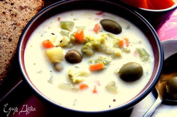 Когда овощи будут готовы,выключаем, даём постоять под крышкой,да и сильно горячий этот суп не так вкусен, лучше всего в тёплом виде,тогда он раскрывает свой сливочный вкус.