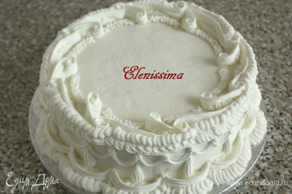 """Мне так понравилось работать с глазурью, что я решила украсить и боковую поверхность торта. На этом этапе можно было и остановиться, но... """"Остапа понесло""""! :)"""