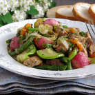 Готовое блюдо переложить на тарелки, подавать с кусочком белого ароматного хлебушка. Приятного аппетита!