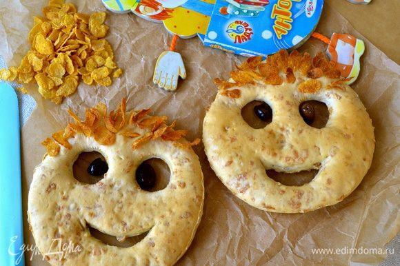 Подайте их, сделав глазки из чёрных маслин. Ваши детки будут в восторге! :)