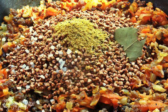 Специи, у меня микс: куркума, карри, чили, соль, кайенский перец, чеснок, кумин, семена фенхеля, сахар, имбирь, и лаврушку!