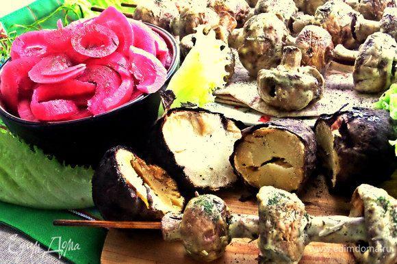 Идеально подать грибной шашлык с картошечкой,запечённой в углях!