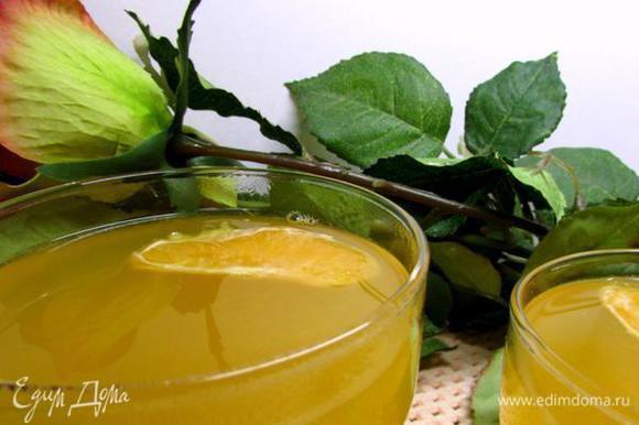 Если нужно процедите апельсиново-желейную смесь. Разлейте массу по креманкам или формочкам и уберите в холодильник на 5-6 часов.
