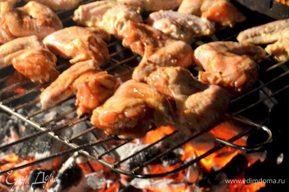 Не передержите, вовремя переворачивайте. Мясо деликатное и готовится в разы быстрее привычного шашлыка. Приятного аппетита!