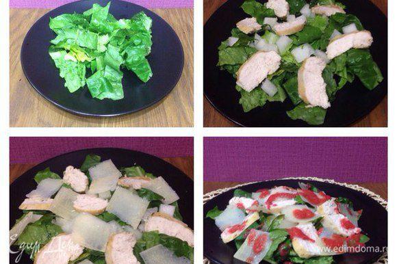 На тарелку выложить листья салата, дыню, куриную грудку и тонко нарезанный сыр грана падано (я режу овощечисткой). Сверху полить клубникой. Перед подачей перемешать. Приятного аппетита.