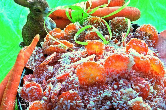 Получается приличная горка вяленых морковных конфет!