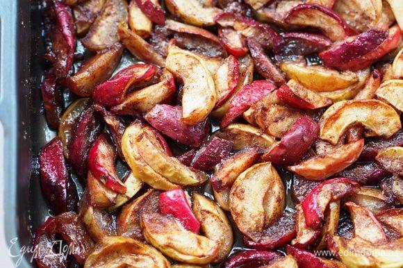 Вынуть из духовки, насладиться ароматом... Обязательно подождать, когда яблоки остынут. Дольки будут еще мягковаты, но уже очень вкусны и красивы.