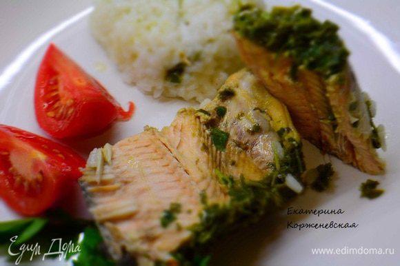 Выложить на тарелку и полить соком от рыбы. На гарнир прекрасно подойдет отварной рис. Приятного аппетита!