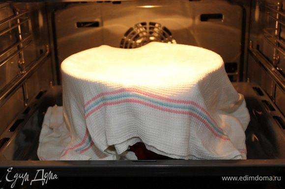 Отправить в теплое место на 1,5 часа, накрыв полотенцем смоченным в горячей воде (полотенце, разумеется отжать).