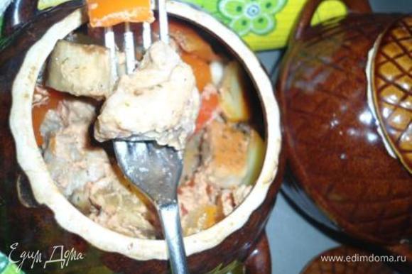 Томленое мясо с овощами готово! Добавьте зелень на свой вкус и приятного аппетита!!!