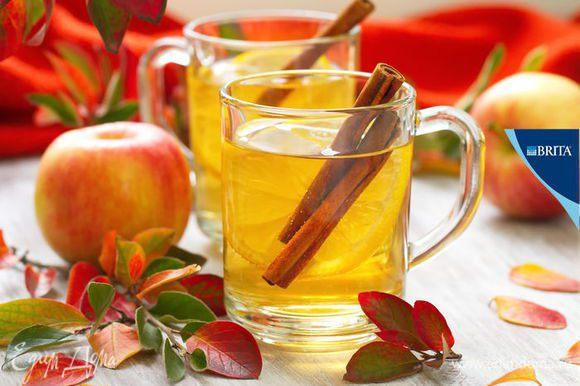 В чашку с чаем или в заварочный чайник также добавить 2 дольки лимона и веточки корицы по вкусу. Приятного чаепития! Чай, приготовленный из воды, очищенной с помощью фильтра BRITA, обладает насыщенным вкусом и невероятным ароматом.