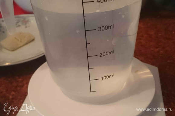 У Бертине вода взвешивается, поэтому я для наглядности хочу показать, что 350 грамм воды у меня оказались не равны 350 мл.
