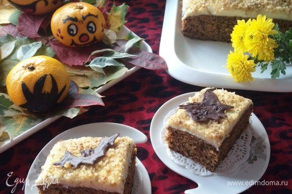 Пирожные готовились специально к празднику Хэллоуин, поэтому соответственно и украшены.