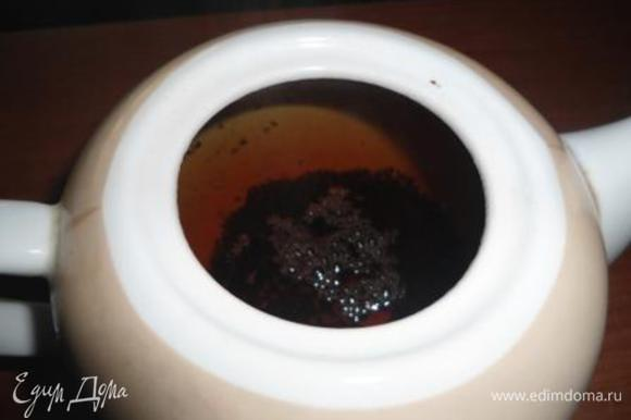 Заварить черный чай. Оставить настояться на 3-5 минут.