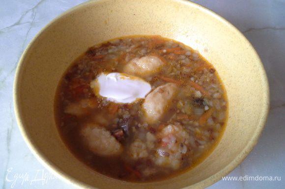 Вкусный суп с нежными картофельными клецками, подаем со сметаной . Приятного аппетита!
