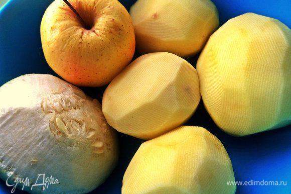 Чистим средние картофелины. Кабачок использовала прямо с кожурой, тщательно вымытый.