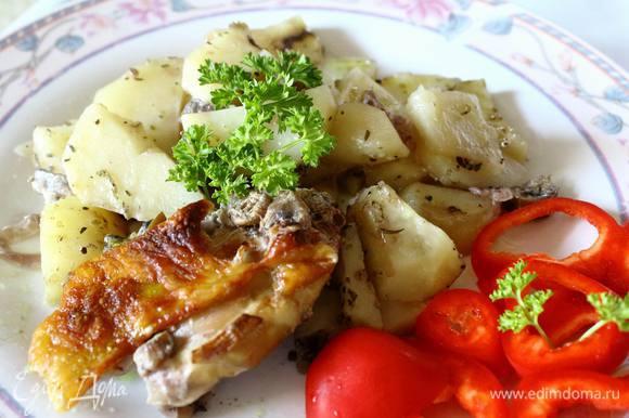 Подать со свежими, солеными или мариноваными огурчками-перчиками-помидорчиками :) Bon appétit!
