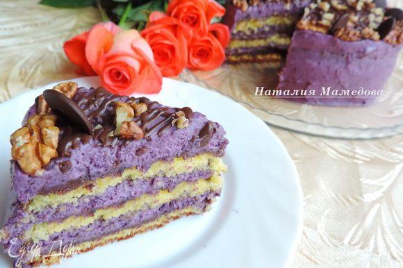 Вот такой красочный разрез у нашего торта. Приятного аппетита!