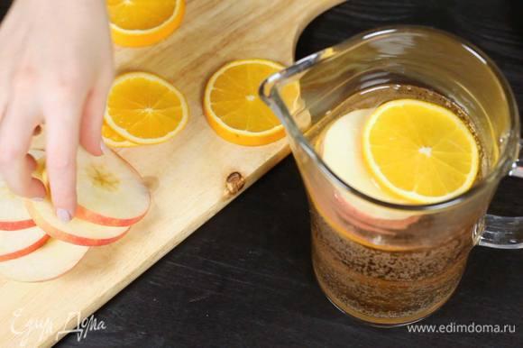 Выложить фрукты и оставить настояться 15-20 минут.