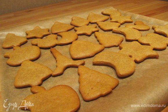Готовое печенье охладить в течение 5 минут прямо на противне. Затем снять с противня и полностью охладить.