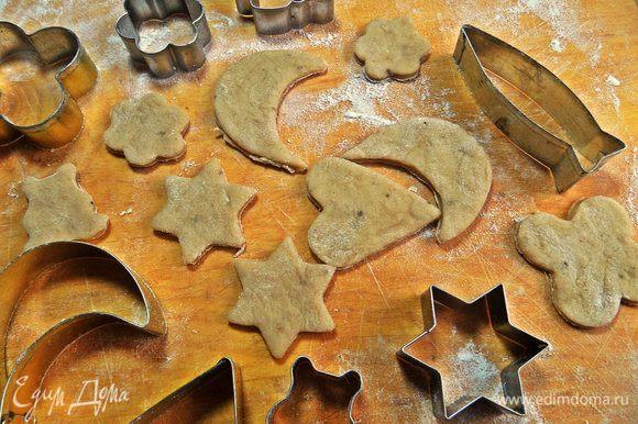Печенье я готовила из половины теста, вторая лежит в холодильнике, ждёт своего часа! Достаём все формочки.
