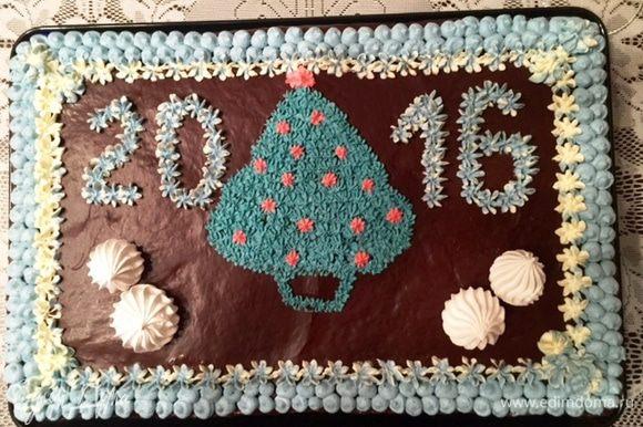 Вот такой торт я готовила к новогоднему столу. Фаршированный чернослив дополнил вкус этого мега шоколадного торта. В принципе ради этого торта я его и готовила ;)
