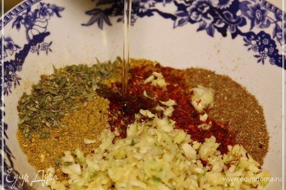 И добавить ложки две масла. Мы использовали то, которой из виноградных косточек. И ароматнее и вкуснее.