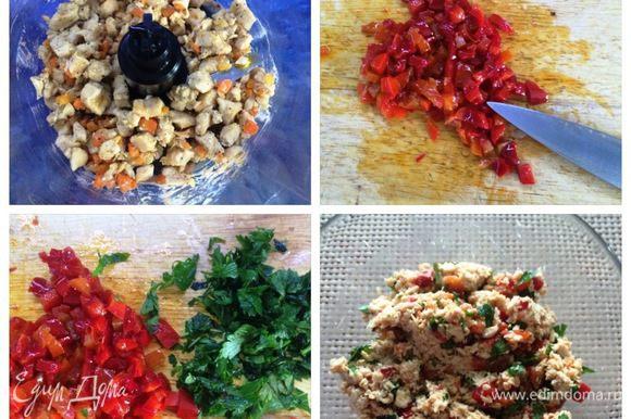 Готовое филе с овощами измельчаем при помощи блендера. Режем кубиками маринованный перец (у меня маринованные гогошары собственного приготовления http://www.edimdoma.ru/retsepty/58137-marinovannye-gogoshary). Нарезаем зелень. Смешиваем измельченное филе, гогошары и зелень. Начинка готова.