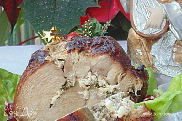 С мяса снять нитки. Посыпать гранатовыми зернами перед подачей. Подавать горячим или холодным, по желанию. Приятного аппетита!