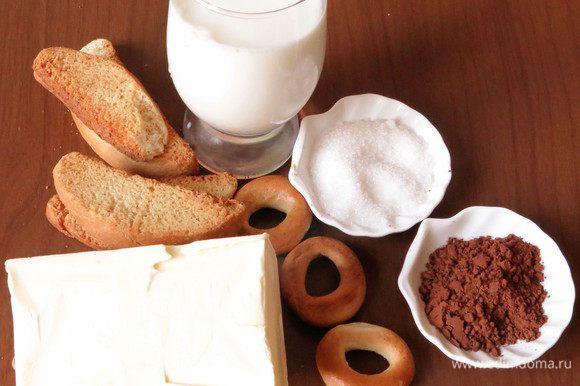 Подготовим ванильные сухари, по стакану молока и сахара, какао, пачку сливочного масла, сушки ванильные.