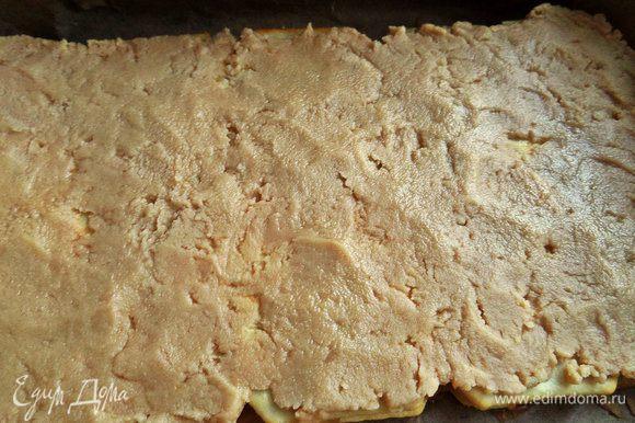 Наносим на верхний слой печенья. Можно его снова покрыть печеньем.