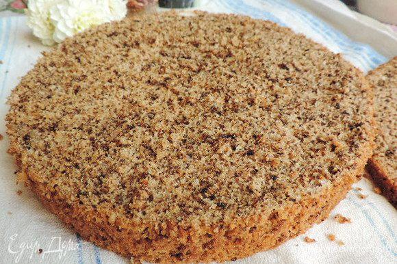 А вот и разрез нашего бисквита. Удачных вам кулинарных шедевров на его основе! И, конечно же, приятного аппетита!