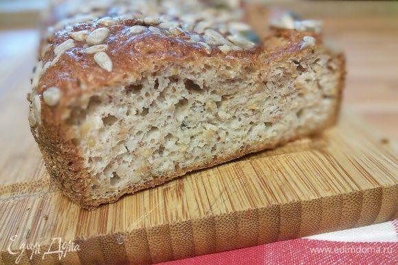 Хлеб получается мягенький, немного оседает при остывании.