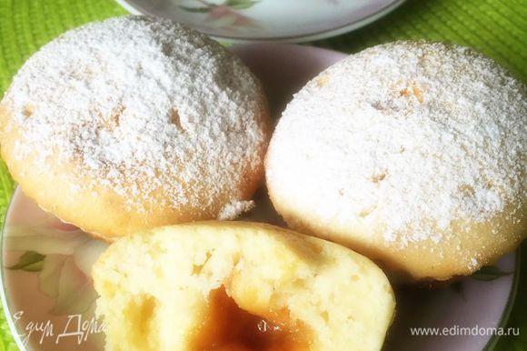 Остывшие кексы посыпаем сахарной пудрой. Приятного чаепития :-)