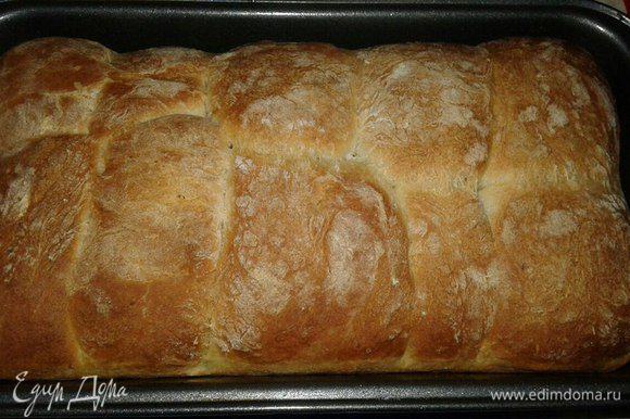 Духовку разогреть до 200-220°C и выпекать хлеб до золотистой корочки 30-40 минут.
