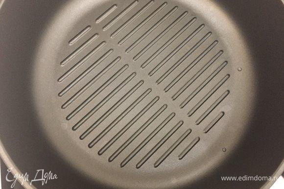 Расколить сковороду. Я использовала сковородку-гриль и без масла. Обжарить по 10 минут с каждой стороны, периодически переворачивая. Блюдо готово. Приятного аппетита:)