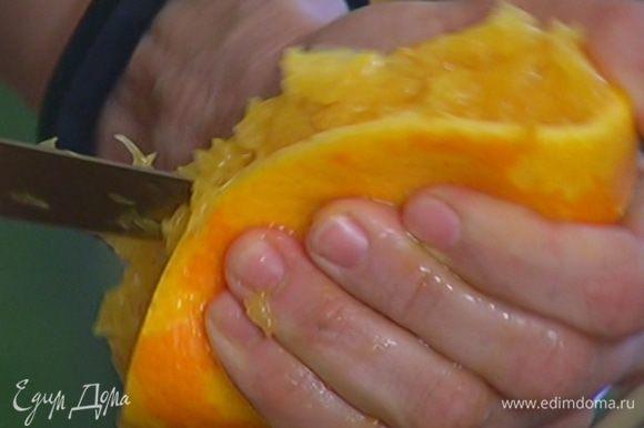Из апельсина выжать 2 ст. ложки сока.