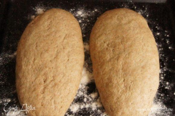 Сформировать 2 батончика, смазать их растопленным сливочным маслом и присыпать манной крупой. Оставить подняться на 30-40 минут. *В следующий раз испеку в формах, показалось что батончики немного расползлись и получились невысокими.
