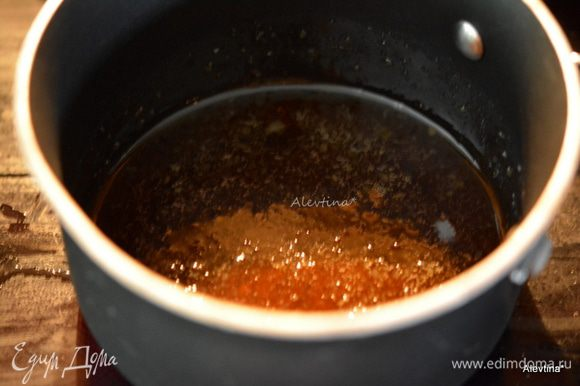 Нагреть мед на огне 2-3 мин. Добавить натертый имбирь (количество можно по своему вкусу). Снять с огня тут же. Дать остыть 10 мин. Добавить лайм от 6 шт и сок лайма. И дать постоять 5 мин. Через сито пропустить.