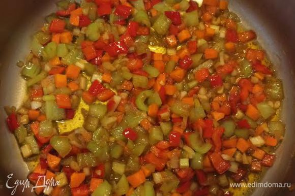Овощи потушить до готовности с 2 ст.л соевого соуса.