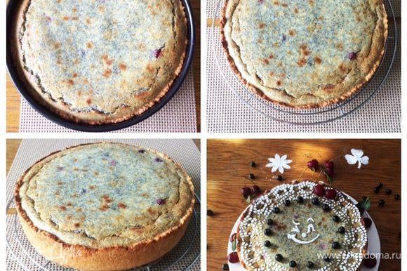 Готовый пирог вынимаем и остужаем в форме. Остывший пирог отправляем в холодильник минимум на 5 часов (у меня ночь). На утро к чаю/кофе очень вкусный сметанный пирог с маком и вишней.