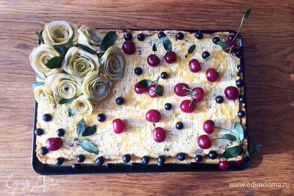 А в таком виде преподнесла в подарок на ДР одной шикарной женщине. Летом в жару, сильно охлажденный такой торт, очень даже очень.