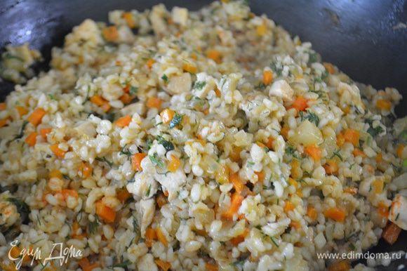 К овощам добавить булгур, тщательно перемешать и дать пропитаться буквально 10 минут. И можно подавать. Приятного аппетита!