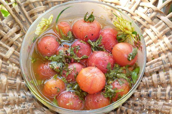 Вот так выглядят помидоры после ночевки в маринаде.