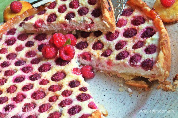 Тарт-пирог понравится любителям творога и песочного теста. Сочетание очень вкусное!