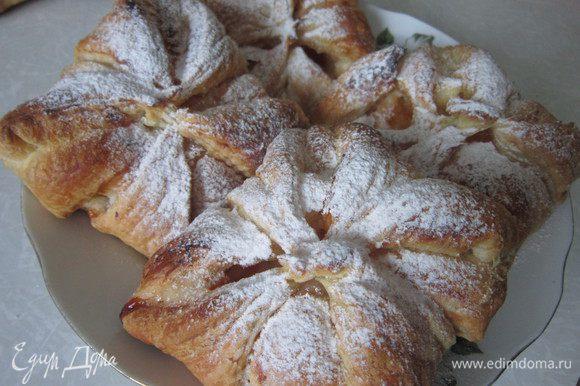 Конвертики остудить и посыпать сахарной пудрой.