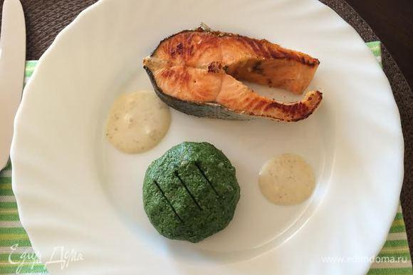 Подавать рыбу с оставшимся соусом. Приятного аппетита!