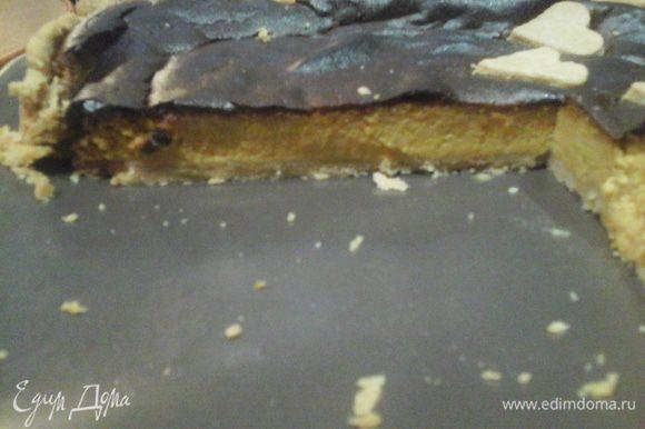 Мой пирог немного «загорел», пока укладывала малыша спать, но всё же это очень-очень вкусно: хрустящее тесто и нежно сладкая, пряная начинка.